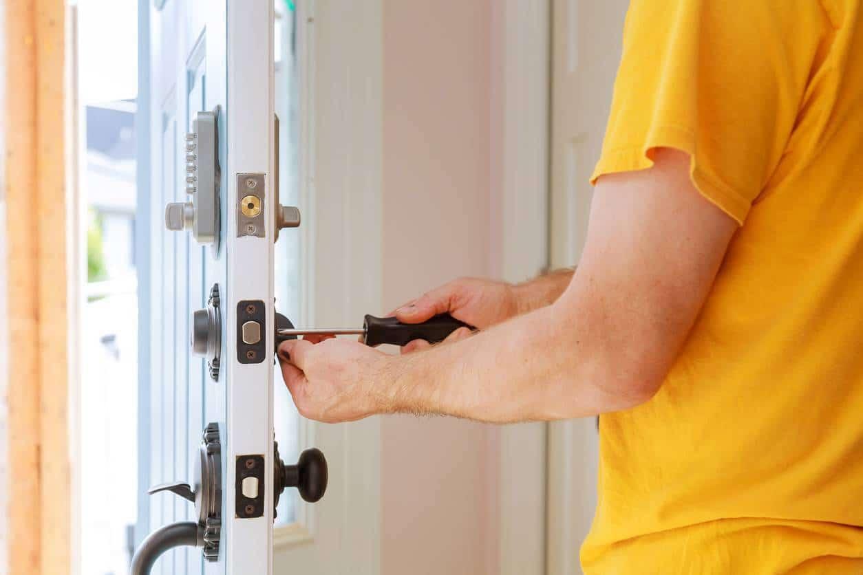 changer les serrures pour sécuriser la maison pendant les vacances